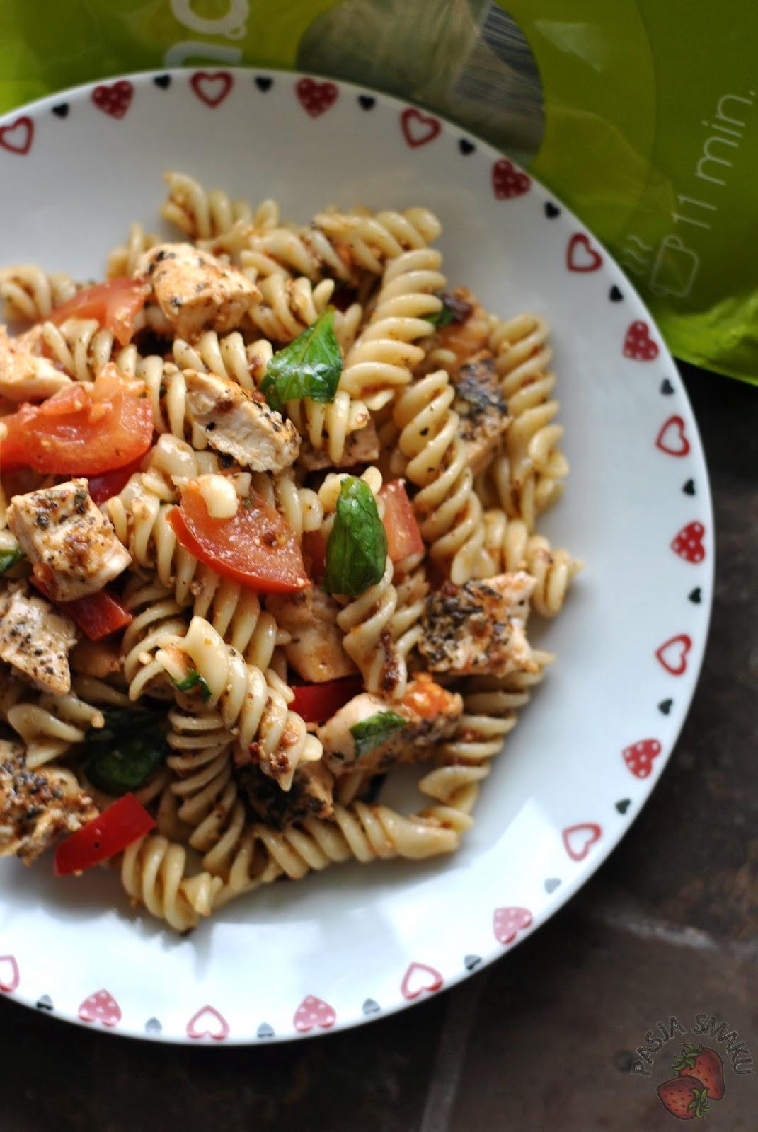 Salatka Makaronowa Z Pesto I Grillowanym Kurczakiem Pasja Smaku